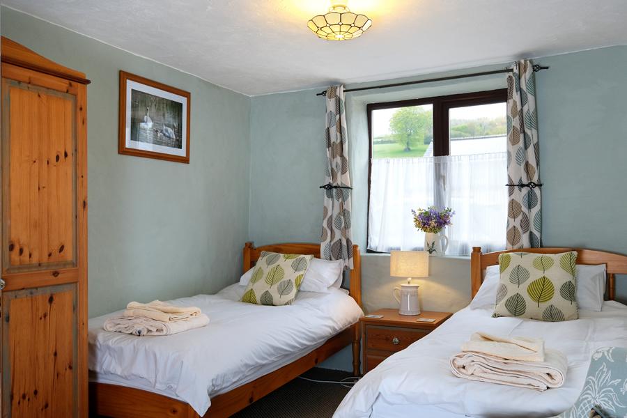 Bracken Cottage Twin Bedroom